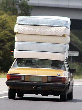 903473-mattresses-on-car